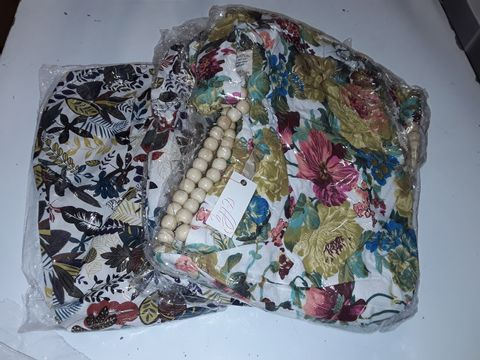 Lot 3103 LOT OF 6 FLORAL THEMED SHOPPER BAGS WITH WOODEN BEAD HANDLES - 2 DESIGNS