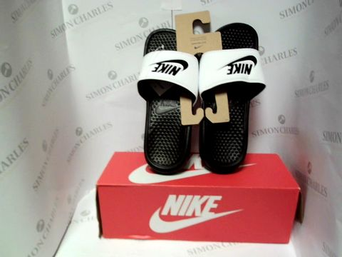 Lot 13098 BOXED PAIR OF DESIGNER NIKE SLIDER - UK SIZE 7