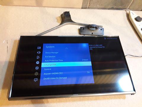 "Lot 113 SAMSUNG 32"" J5500 5 SERIES FLAT FULL HD SMART LED TV"