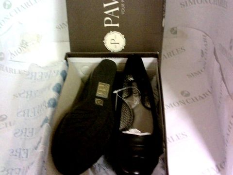 Lot 1008 PAVERS COMFORT BLACK SIZE 3 SHOES
