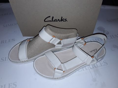 Lot 8054 BOXED PAIR OF CLARK'S TRI SPOTTY SHOES IN WHITE LEATHER - UK 6
