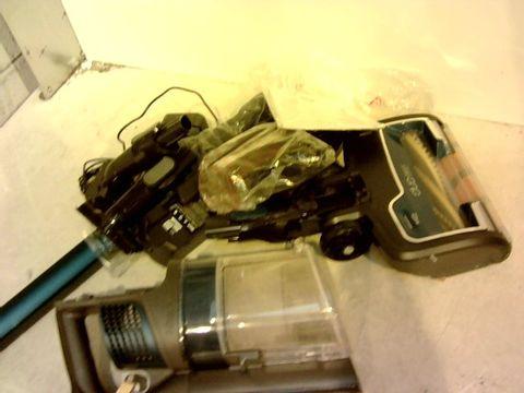 Lot 11081 SHARK CORDLESS VACUUM CLEANER