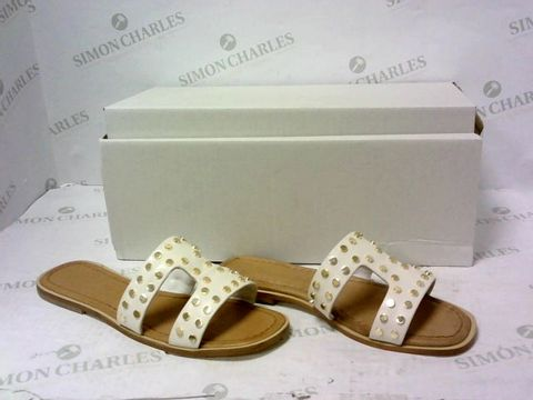 Lot 8020 BOXED PAIR OF MODA IN PELLE SANDALS SIZE 37