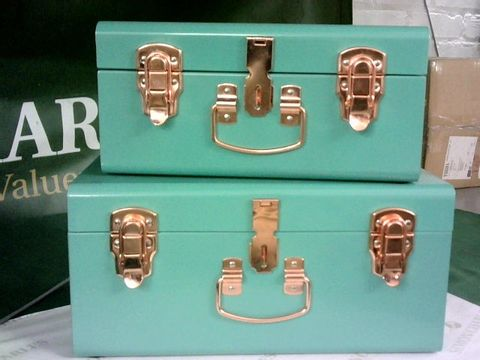 Lot 8173 BUNDLEBERRY BY AMANDA HOLDEN SET OF 2 GREEN MINI TRUNKS WITH ROSE GOLD FITTINGS