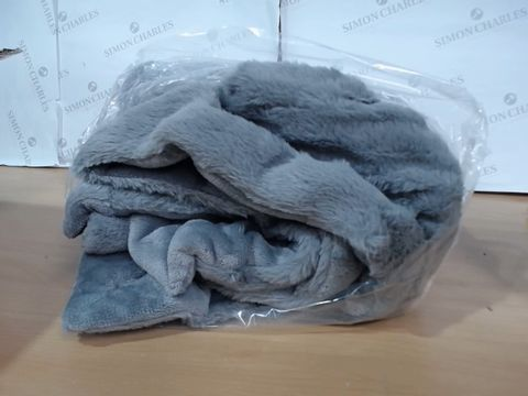 Lot 3127 COZEE HOME LUXURY FAUX FUR HEATED THROW