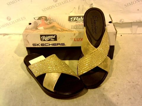 Lot 15920 BOXED PAIR OF RELAXED STEP FROM SKETCHERS SANDALS SIZE 4