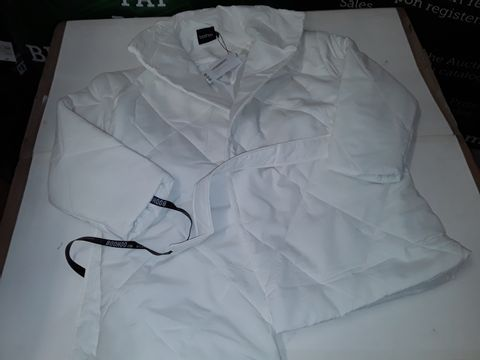 Lot 62 BOOHOO WRAP DETAIL BELTED DUVET PUFFER JACKET IN WHITE - 10