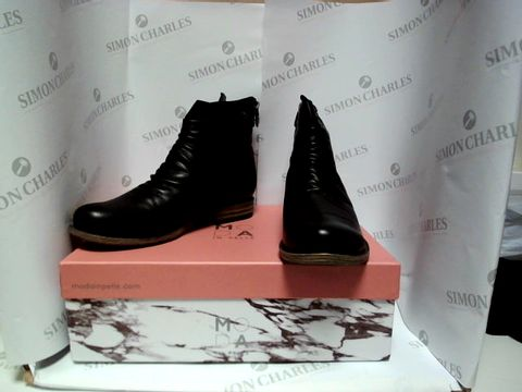 Lot 13002 BOXED PAIR OF DESIGNER MODA IN PELLE BOOTS - UK SIZE 6.5