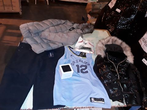 Lot 13525 CAGE OF ASSORTED DESIGNER ADULTS CLOTHING ITEMS TO INCLUDE: RIVER ISLAND COAT, CALVIN KLEIN DOCKS, GANT TROUSERS, PUMA SPORTS TOP, NEW LOOK COAT,