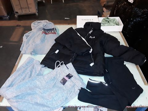 Lot 13527 CAGE OF ASSORTED DESIGNER ADULTS CLOTHING TO INCLUDE: FILA COAT, NIKE TROUSERS, M&S JOGGERS, LEVIS HOODED TOP,