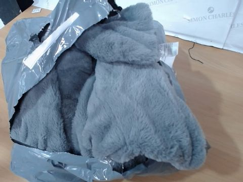 Lot 4337 COZEE HOME LUXURY FAUX FUR HEATED THROW