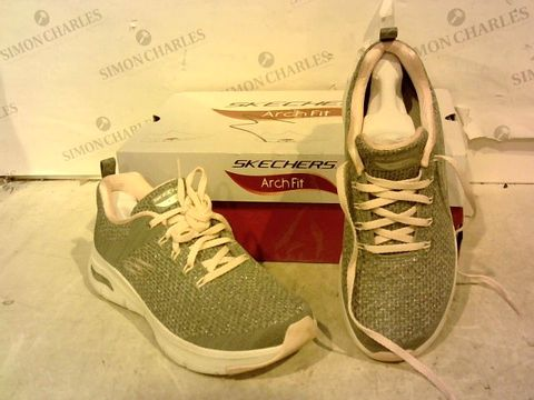 Lot 15938 BOXED PAIR OF SKETCHERS GREY/PINK TRAINERS SIZE 4.5