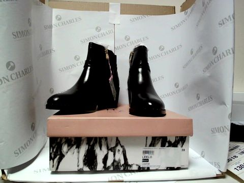 Lot 13012 BOXED PAIR OF DESIGNER MODA IN PELLE BOOTS - UK SIZE 6