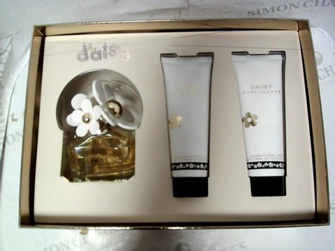 Lot 5224 MARC JACOBS DAISY GIFT BOX WITH EDP 50ML