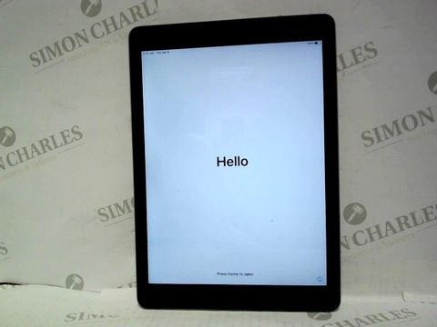 Lot 703 APPLE IPAD 5TH GENERATION A1822