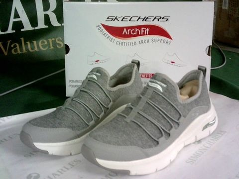 Lot 8110 SKECHERS ARCH FIT RAINBOW VIEW BUNGEE TRAINERS GREY UK SIZE 6
