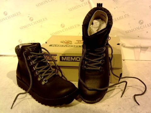 Lot 15934 BOXED PAIR OF BOBS FROM SKETCHERS BLACK BOOTS SIZE 5