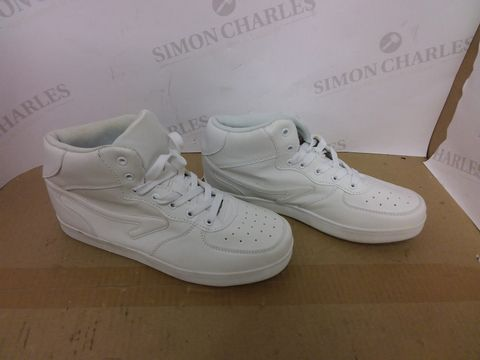 Lot 463 BOX OF A SIGNIFICANT QUANTITY OF ASSORTED DESIGNER FOOTWEAR ITEMS TO INCLUDE DESIGNER WHITE HIGH TOP TRAINERS SIZE 6, DESIGNER GREY FAUX SUEDE BOOTS SIZE 10, DESIGNER GREY TRAINERS SIZE 37 ETC