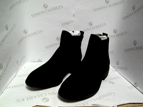 Lot 1054 DOROTHY PERKINS BLACK SUEDE ANKLE BOOTS - UK SIZE 8
