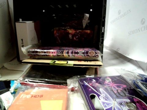 Lot 8133 LOT OF APPROIXIMATELY 12 ASSORTED TABLET CASES ETC