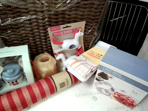 Lot 547 ASSORTED KITCHEN/HOUSEHOLD ITENS INC OVEN TRAY, LITCHEN RUNNER, CAKE RING, CUPS, GLASSES