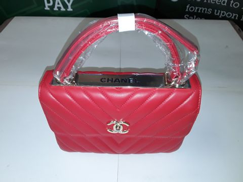 Lot 44 CHANEL STYLE LEATHER LOOK HANDBAG IN RED