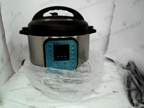 Lot 9047 INSTANT POT 7 IN 1 PRESSURE COOKER