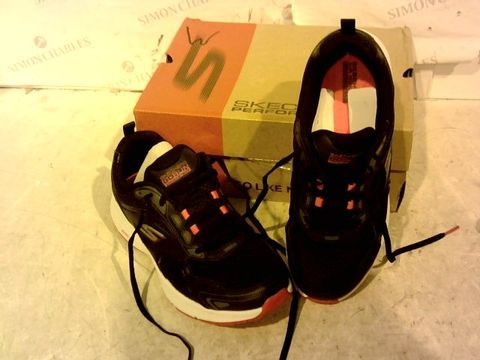 Lot 15911 BOXED PAIR OF SKETCHERS TRAINERS SIZE 5.5