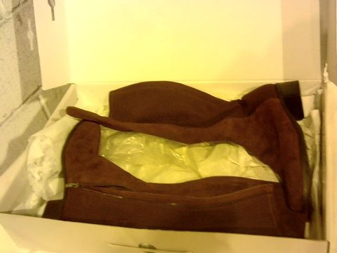 Lot 2298 BOXED PAIR OF MARC FISHER BOOTS SIZE 9W