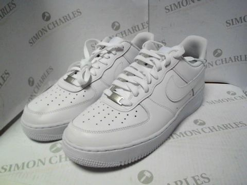 Lot 4740 NIKE AIR FORCE 1 WHITE TRAINERS UK SIZE 8