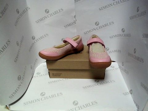 Lot 13049 BOXED PAIR OF DESIGNER CLARKS - UK KIDS SIZE 12