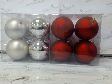 Lot 628 LOT OF  2 CHRISTMAS DECORATIONS TO INCLUDE 8 PACK JUMBO 12CM BAUBLES (RED) AND 8 PACK JUMBO 12CM BAUBLES (SILVER) RRP £26.00