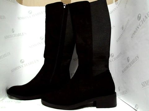 Lot 1051 NEW LOOK BLACK KNEE HIGH BOOTS - UK SIZE 4