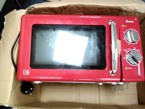 Lot 5208 SWAN MANUAL MICROWAVE OVEN SM22080R - RED RRP £89.99
