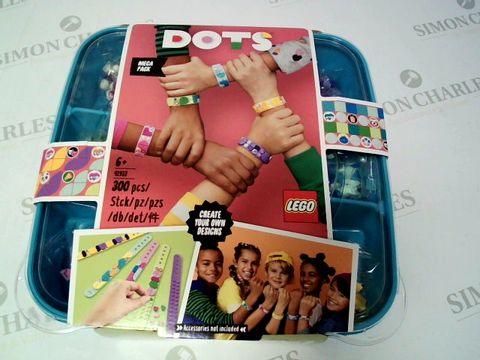 Lot 136 LEGO DOTS - FRIENDSHIP BRACELETS