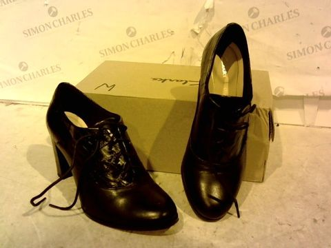 Lot 15924 BOXED PAIR OF CLARKS BLACK FAUX LEATHER HIGH HEEL SHOES SIZE 4D