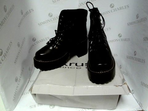 Lot 7107 BOXED PAIR OF DESIGNER KRUSH BOOTS - UK SIZE 5