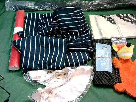 Lot 9006 LOT OF ASSORTED ITEMS TO INCLUDE: WEIGHT LIFTING BELT, CHEF APRONS, ASSORTED HOUSEHOLD ITEMS