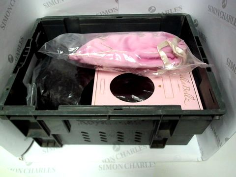 Lot 9485 LOT OF APPROX 20 ITEMS INCLUDING HAIR CLIP ONS AND FAKE EYELASHES
