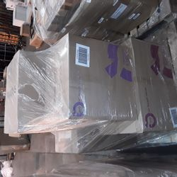 Lot 13502 PALLET OF APPROXIMATELY 66 ASSORTED ITEMS TO INCLUDE HANDBAGS AND SHOES: