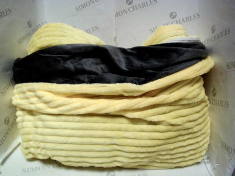 Lot 1035 DESIGNER YELLOW PLUSH DUVET COVER - SIZE UNSPECIFIED