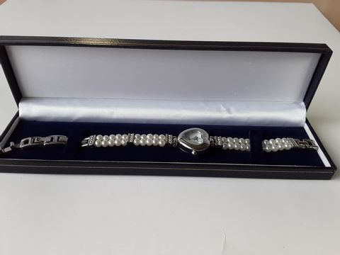 Lot 9207 MY WISH COLLISION WATCH PEARL STRAP