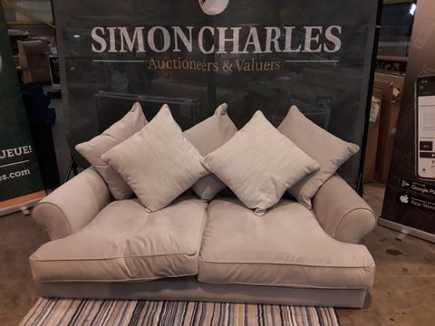 Lot 2026 QUALITY DESIGNER BRITISH MADE BEIGE FABRIC THREE SEATER SOFA WITH SCATTER BACK CUSHIONS