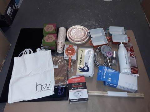 Lot 8272 BOX OF ASSORTED HOMEWARE ITEMS TO INCLUDE OVEN DISHES, SMOKE ALARM, SHOWERHEAD, VINYL GLOVES