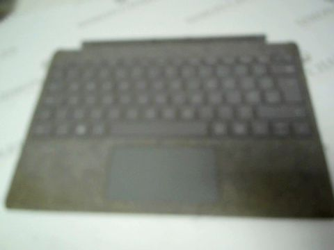 Lot 814 MICROSOFT SURFACE PRO SIGNATURE TYPE COVER