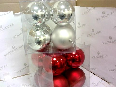 Lot 69 8 PACK JUMBO 12CM BAUBLES RED / 8 PACK JUMBO 12CM BAUBLES SILVER RRP £25.98