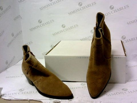 Lot 8006 BOXED PAIR OF MARC FISHER BROWN FAUX SUEDE BOOTS SIZE 5.5M