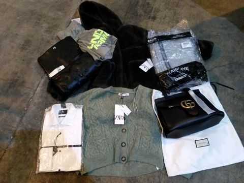 Lot 25 CAGE OF ASSORTED CLOTHING ITEMS TO INCLUDE: NORTH FACE TOP, GUCCI BAG, ZARA COAT, UNDER ARMOUR SHORTS, WRANGLER JEANS, RALPH LAUREN SHIRT, TOMMY HILFIGER TRACKSUIT ETC