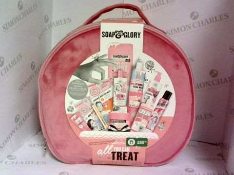 Lot 6005 SOAP & GLORY ALL YOU CAN TREAT GIFT BOX