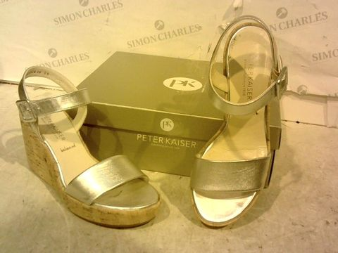 Lot 15949 BOXED PAIR OF PETER KAISER SILVER WEDGE SANDALS SIZE 5.5
